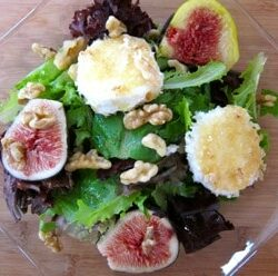 autumn salad with figs and warm goat cheese